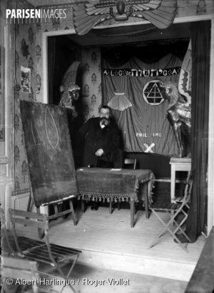 Papus (docteur Gérard Encausse, 1865-1916), occultiste français.